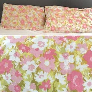 Vintage 1960's pink floral pillowcase set of 2
